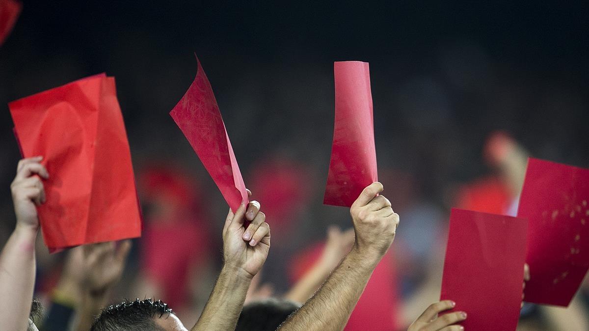 Tarjeta roja a un árbitro gallego.