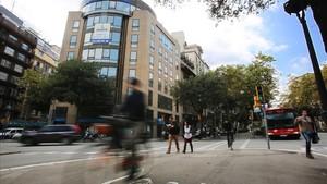 Cruce de la avenida Diagonal con la calle Pau Claris