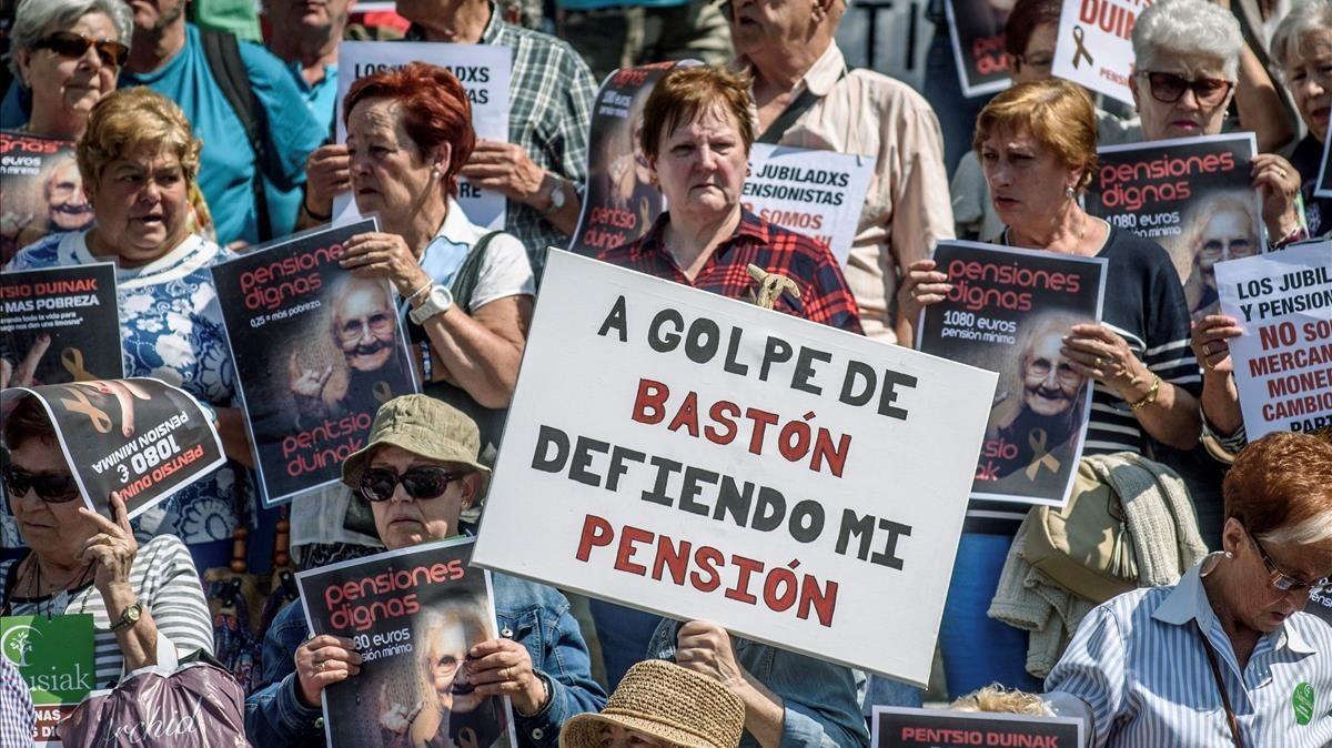 Concentraciónconvocada por los colectivos de jubilados para reivindicar unas pensiones dignas.
