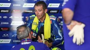 Valentino Rossi, en el box de Yamaha, en el test de pretemporada en Malasia.