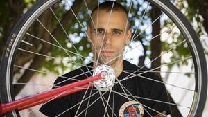 Víctor Sánchez, 'rider' que ha ganado una demanda contra Deliveroo.