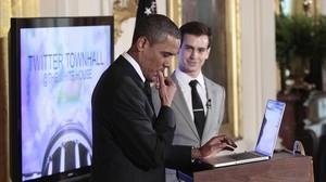 El jefe de Twitter, Jack Dorsey, con Barack Obama, cuando abrió su cuenta en la plataforma, en el 2011.