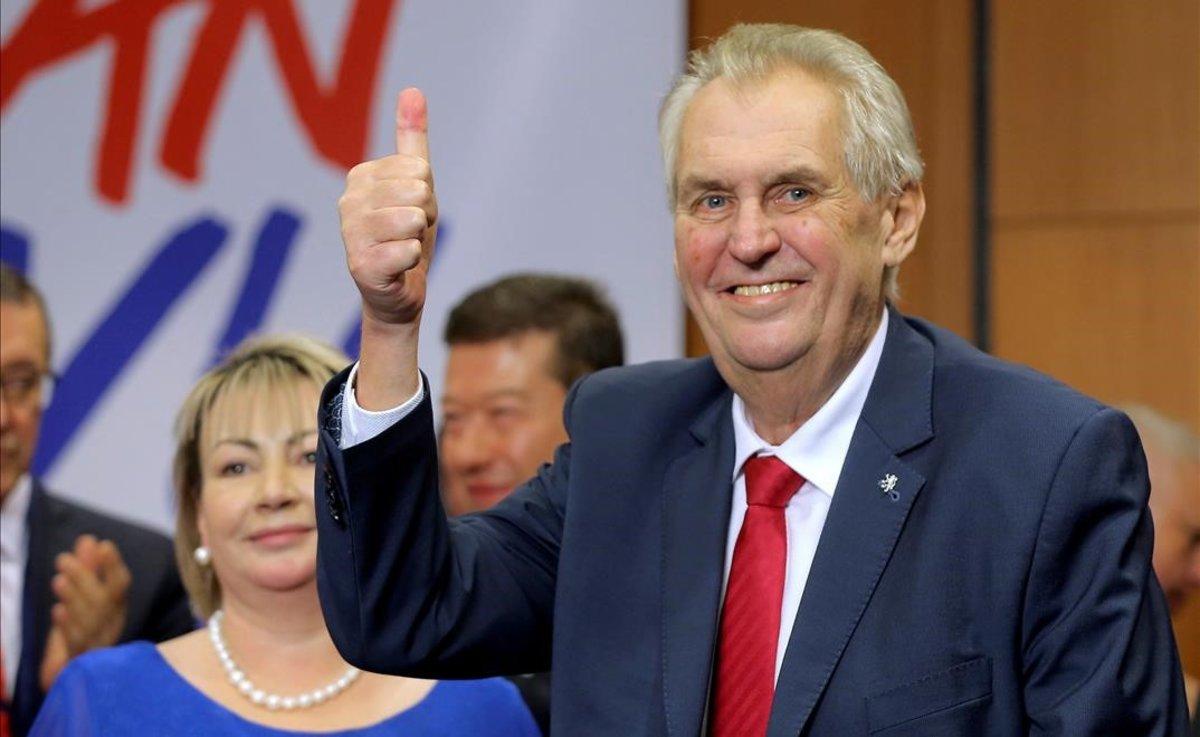 El president de la República Txeca crida a votar malgrat la pandèmia: «¡Moveu el cul!»