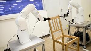 Els robots també s'atreveixen a muntar cadires d'Ikea