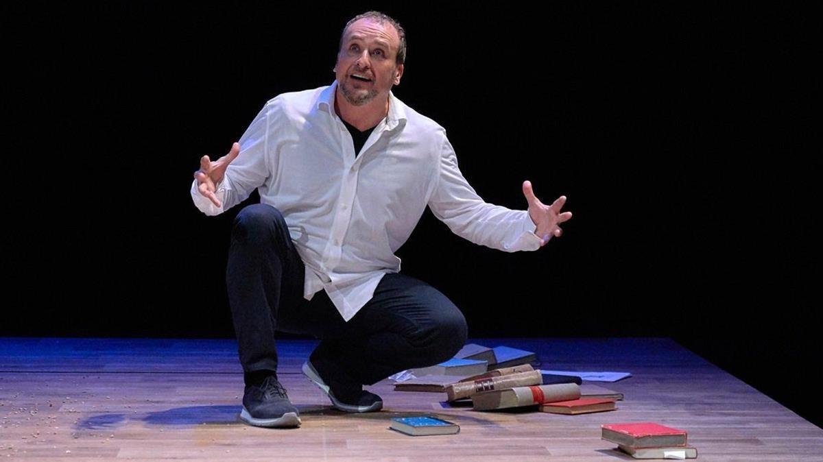 Fernando Cayo en una escena de Inconsolable, de Javier Gomá.