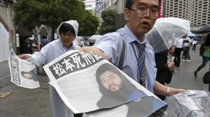 El Japó executa el guru que va ordenar els atacs amb gas sarín al metro de Tòquio