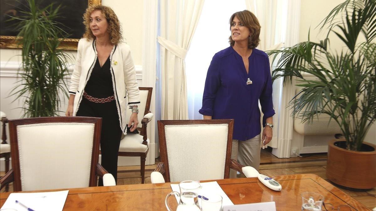 La 'consellera' de Justícia, Ether Capella, con la ministra del ramo, Dolores Delgado.
