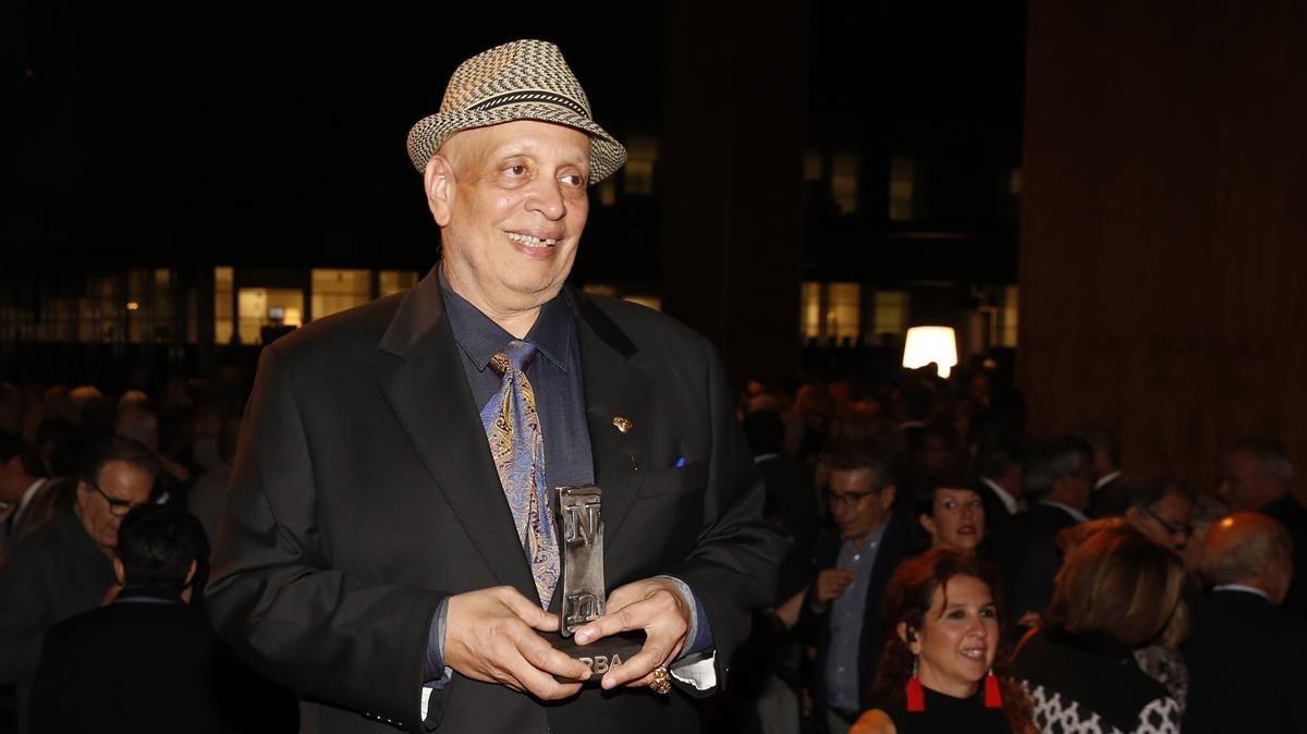 Walter Mosley, esta noche, tras recibir el Premio RBA de novela negra en Barcelona.