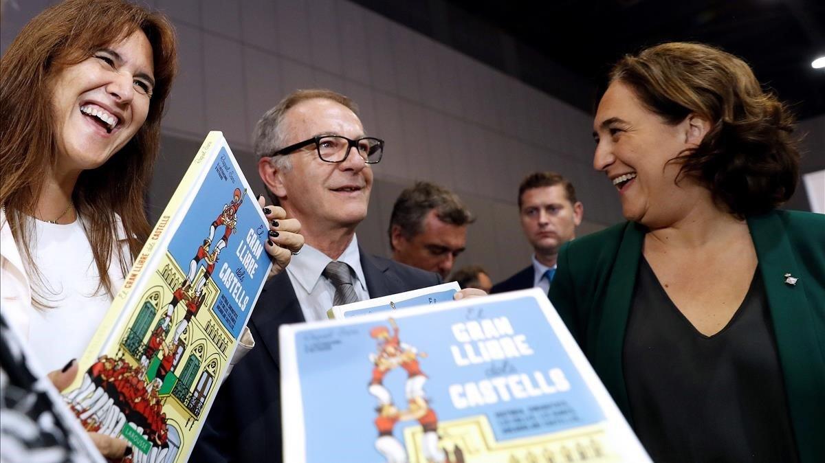 Laura Borras, consellera de Cultura, con José Guirao, ministro de Cultura, y Ada Colau, alcaldesa de Barcelona, durante la inauguración de la feria Liber.