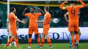 Wijnaldum celebra su segundo gol ante Bielorrusia.