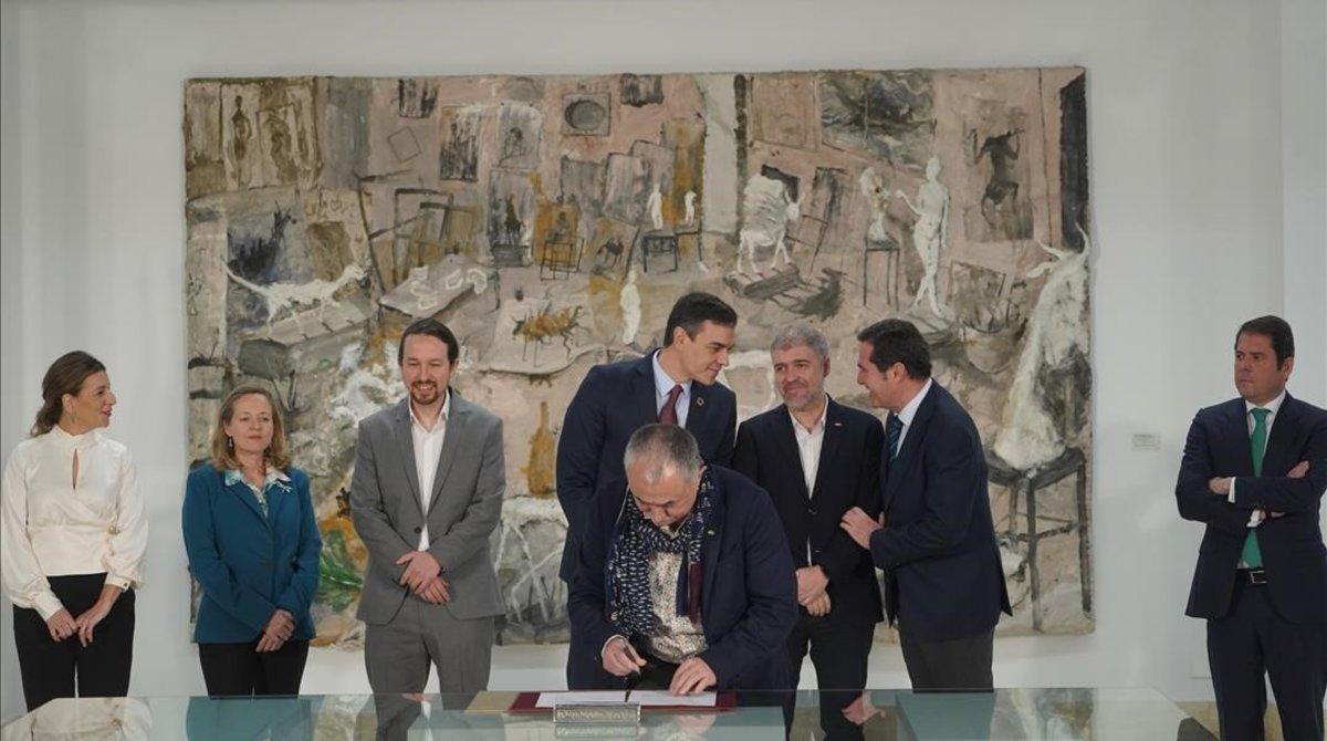 Pedro Sánchez preside el acto de firma del Acuerdo para la subida del Salario Minimo Interprofesional (SMI); junto a patronal y sindicatos.