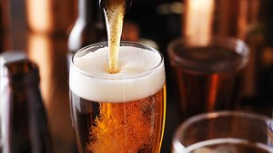 El primer trago de cerveza