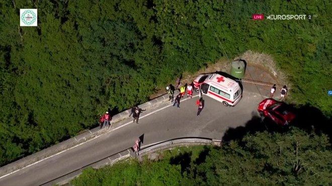 Imagen del lugar de la caída con la ambulancia aparcada.