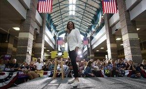 Kamala Harris, candidata Converse