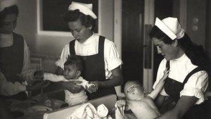 Servicio social de mujeres en 1953.