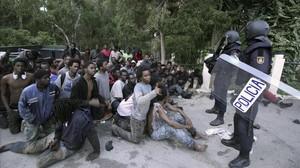 zentauroepp37328592 gra006 ceuta 17 02 2017 unos 500 inmigrantes han accedid170816121335