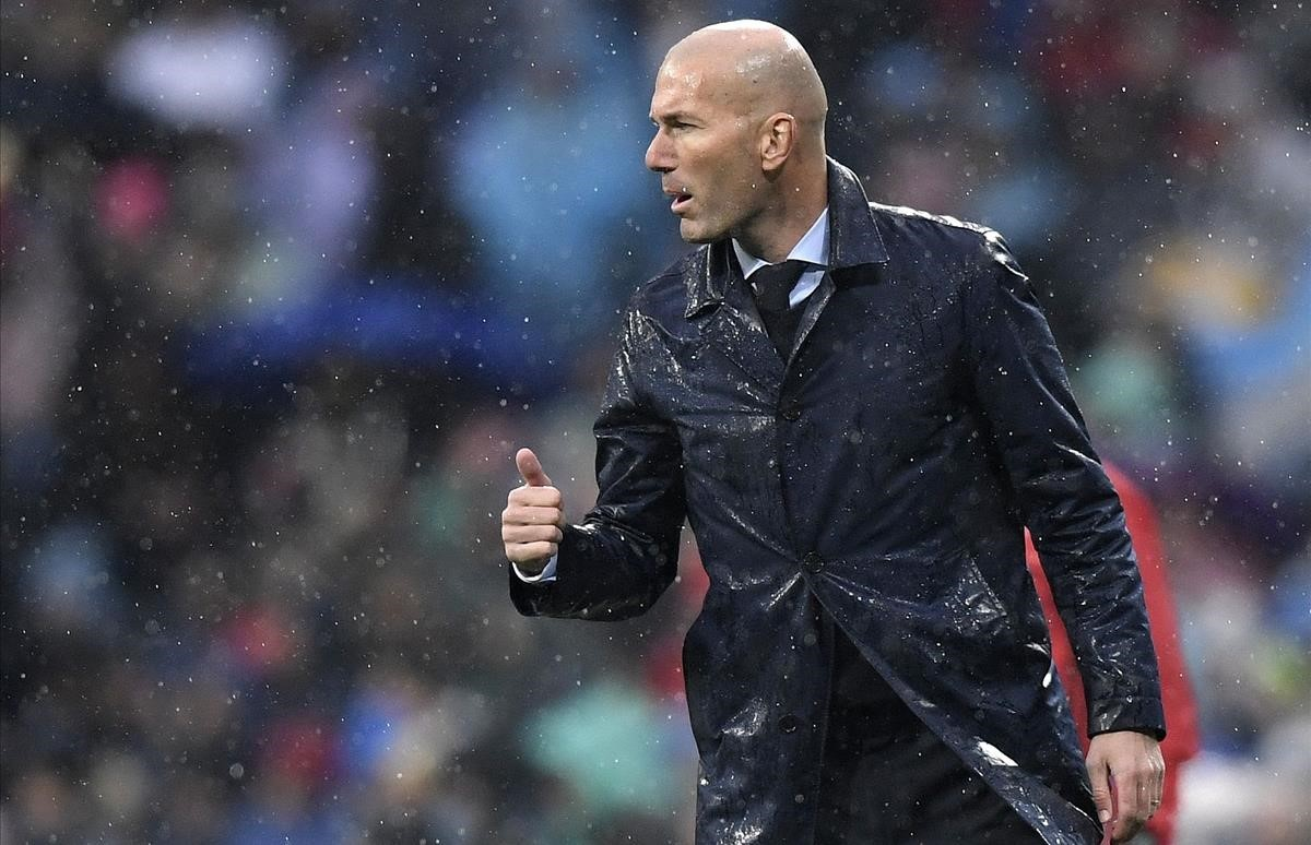 undefined41585209 real madrid s french coach zinedine zidane reacts during the180114200243