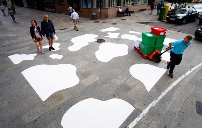 A Coruña sustituye un paso de cebra por un ´paso de vaca´