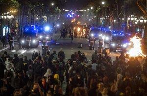 El paseo de Gràcia durante los disturbios del pasado 15 de octubre.