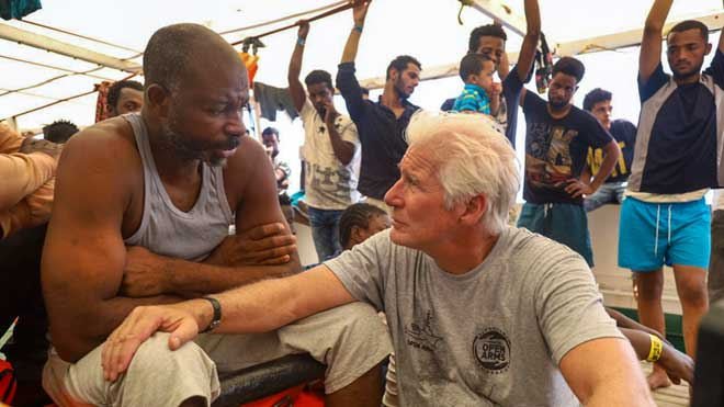 El actor Richard Gere se suma a las acciones humanitarias del barco 'Open Arms'.