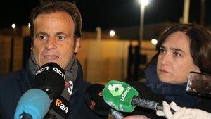 Ada Colau y Jaume Asens, a la salida de la prisión de Lledoners, este viernes.
