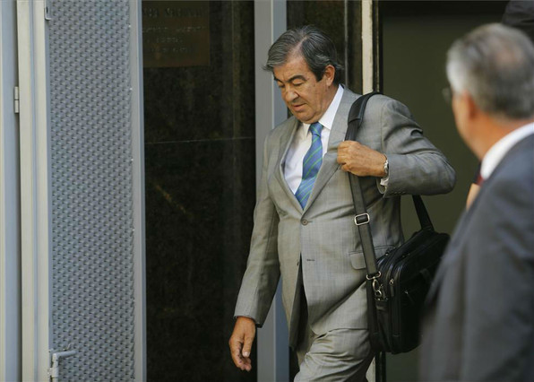 Álvarez-Cascos sale de la Audiencia Nacional, en agosto del 2013.
