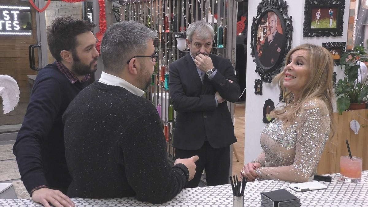 Ana Obregón, con Dani Martínez,Florentino Fernández y Carlos Sobera, en First dates.