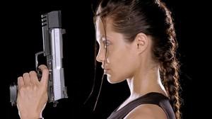 Angelina Jolie, caracterizada como la protagonista de Tomb Raider Lara Croft.