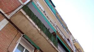 Balcón de Girona desde donde ha caído una menor.