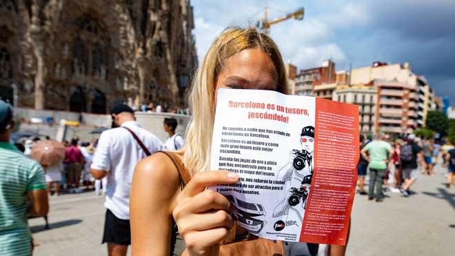 Campaña para concienciara los turistas sobre las consecuencias de la masificación de la ciudad.