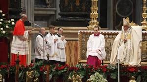 El ya cardenal,JuanJoséOmella, leyendo su discurso el el acto de nombramiento de cardenales.