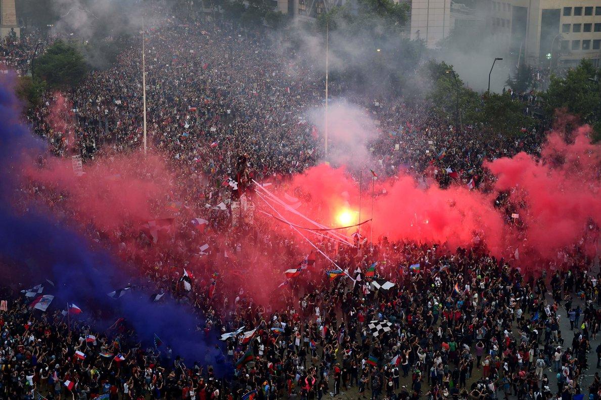Las calles de la capital chilena se volvieron a llenar de gente de todas las edades.