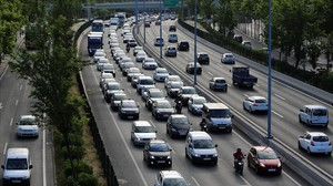 Circulación en laRonda de Dalt de Barcelona, a la altura del Velódromo de Horta.