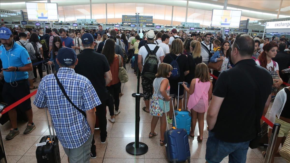 Los vigilantes del aeropuerto de Barcelona amenazan con ir a la huelga durante el Mobile