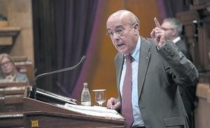 El conseller de Salut, Boi Ruiz, en el pleno monográfico del Parlament sobre política sanitaria del verano pasado.