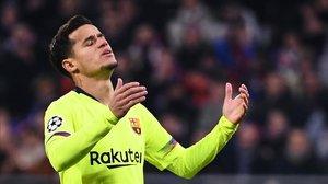 Coutinho se lamenta de una ocasión perdida en la segunda mitad ante el Olympique.