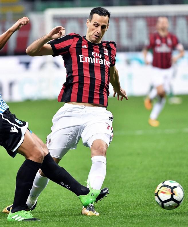Nikola Kalinic durante un partido con el Milán.