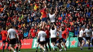 David Barrera y Erick Marks disputan el balón durante España-Alemania.