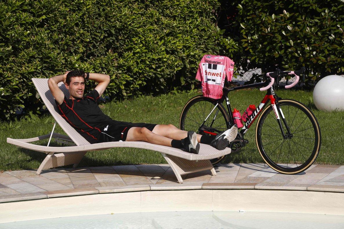 Tom Dumoulin posa durante un descanso en el Giro del 2017, que ganó.