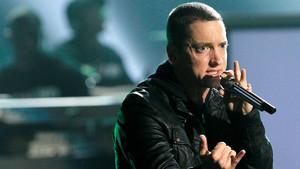 El rapero Eminem en plena actuación durante los BET Awards,en la ciudad de Los Ángeles