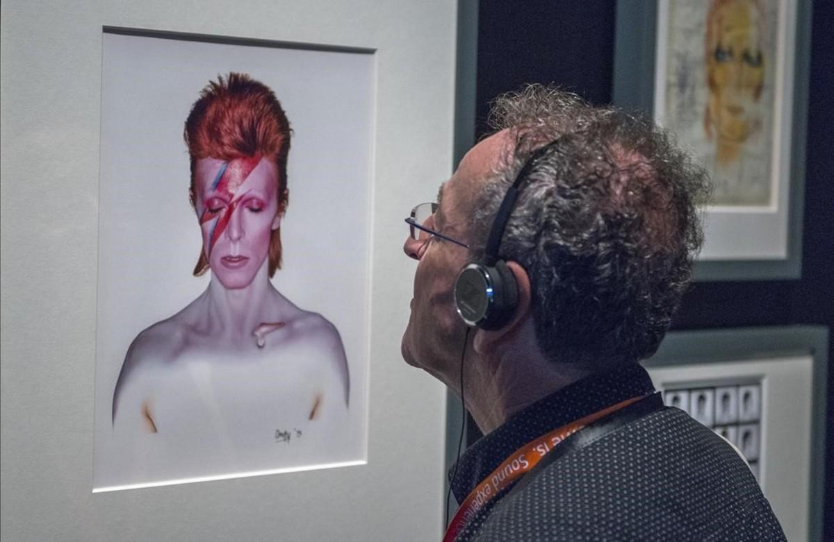Exposición ' BOWIE IS ' en el Museu del Disseny de Barcelona.