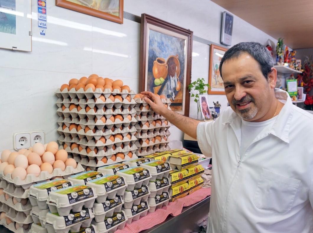 JoséAntonio Madrid, pollero del mercado de Hostafrancs.