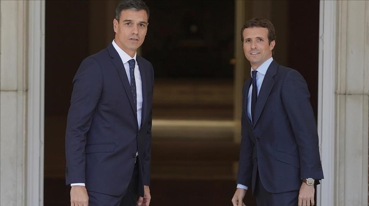 Imagen de agosto del 2018 de Pedro Sánchez yPablo Casado en la Moncloa.