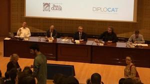 Iñaki Anasagasti, Juan Carlos Rodríguez Ibarra y Joan Tardà, en el debate organizado por Diplocat en Sevilla.