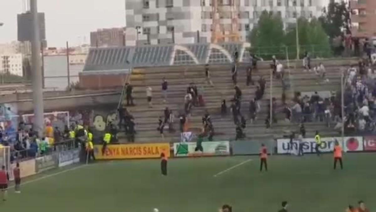 Disturbios tras el partido entre el Sant Andreu y el Castellón.