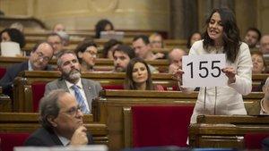 Inés Arrimadas amenaza con el 155 a Quim Torra en la sesión de control del Parlament.