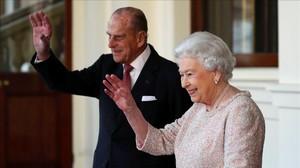 La reina Isabel II y su marido, el duque de Edimburgo.