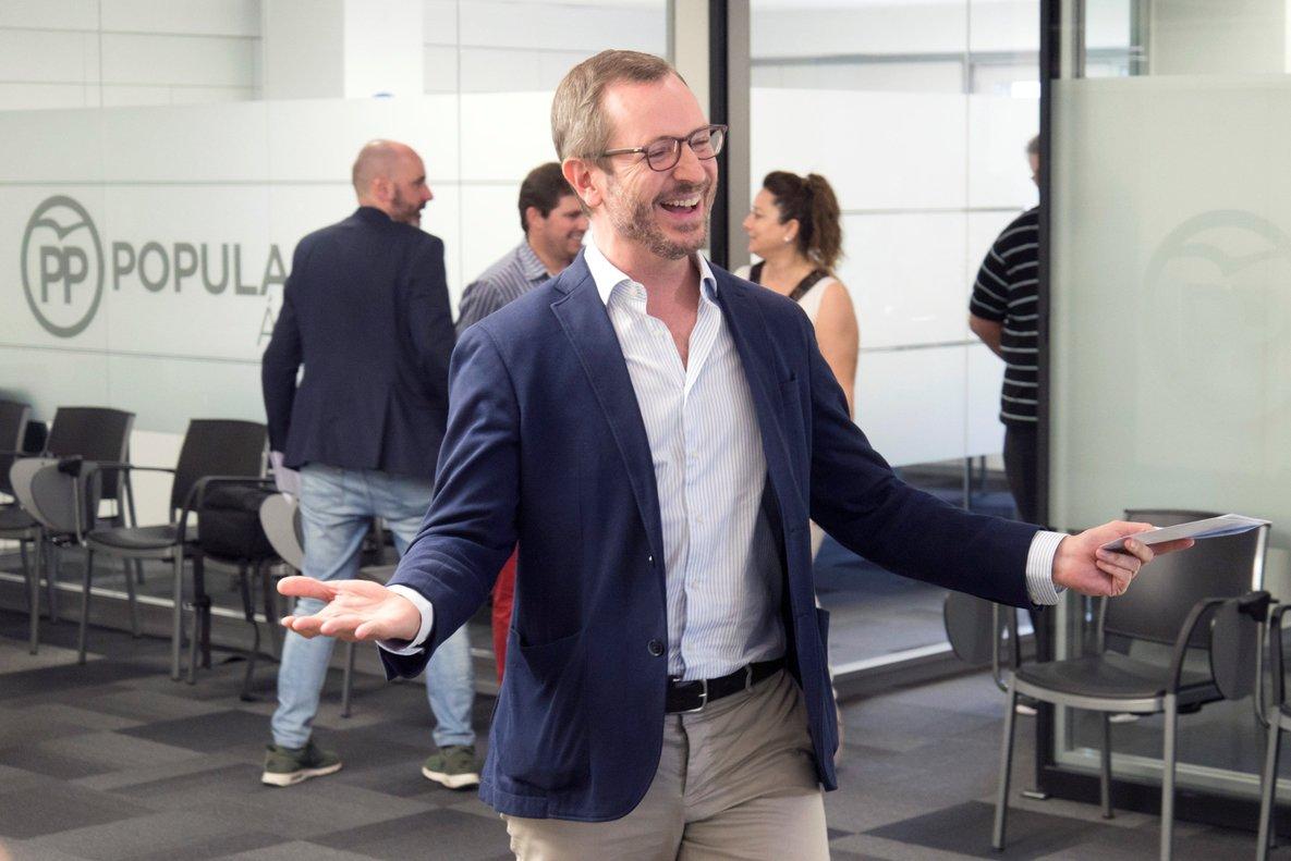 GRAF4068. VITORIA (ESPAÑA), 05/07/2018.- El Vicesecretario general de Acción Sectorial del Partido Popular, Javier Maroto, vota en la sede del PP de Vitoria en las primarias del partido. EFE/JOSE RAMÓN GOMEZ