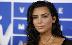 Kim Kardashian, una figura muy reconocida en el mundo del espectáculo.