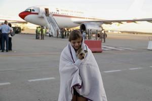 Españoles afectados por el huracán Irma a su llegada hoy a la base aerea de Torrejón de Ardoz.